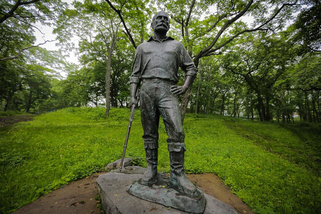 Памятник в Безверхово М.И. Янковскому